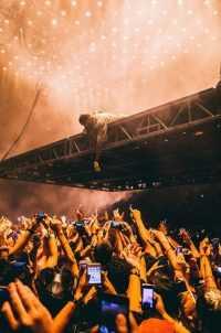Kanye wallpaper 16